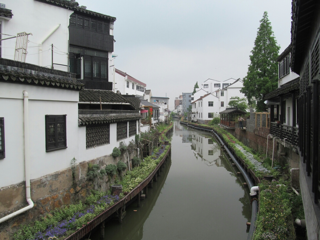 追寻历史的痕迹 : 上海最后的渔村                            游金山嘴老街留影                      《习作十三》