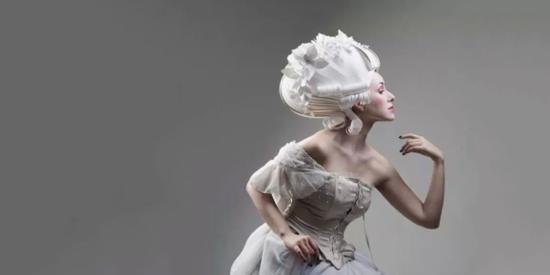 她用一张白纸, 复活白雪公主、冰雪女王 惊艳世界