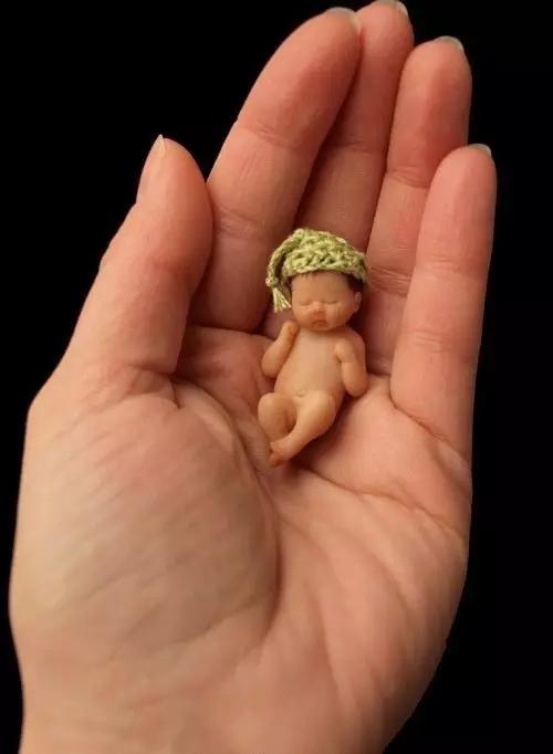 手心里的宝贝太可爱了!