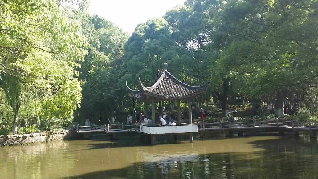 游惠南古钟园留影                             《习作十》