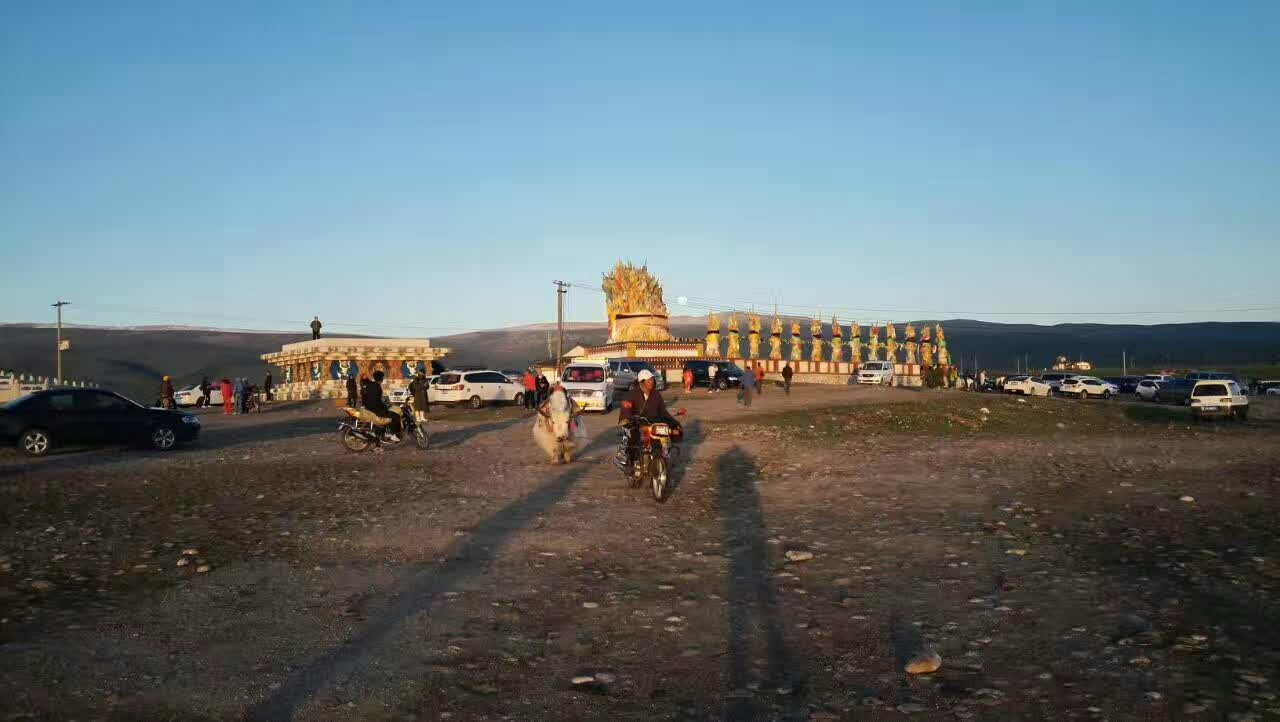 美丽的大西北  一个退休老人的足迹                                  ---胡维兴大西北纪行留影                                           《习作二》