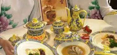 看看各国国宴上的各种奇葩菜,中国的真不算什么