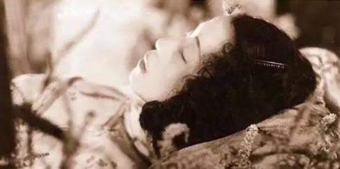 """她是第一个被""""骂死""""的女明星 30万人为她送葬 连鲁迅都为其撰文"""
