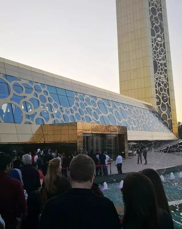 迪拜又搞事了 斥资3亿建了一个最大金相框 原来富有真的可以开发想象力