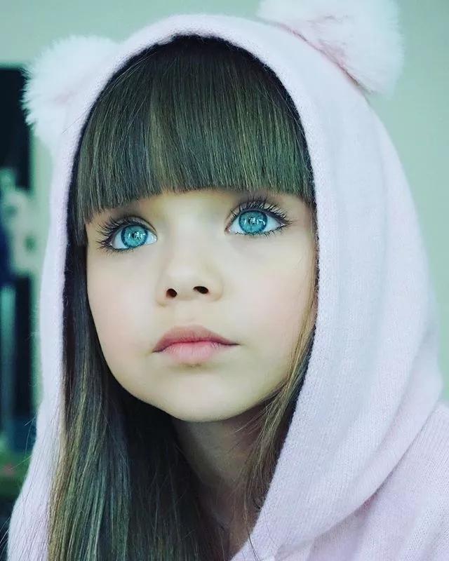 两个最漂亮的女孩 哪个更美?