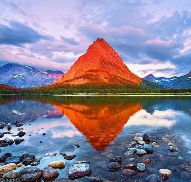 走过的地方, 遇见过的人,欣赏过的风景, 都如幻灯片般倒影在波光粼粼