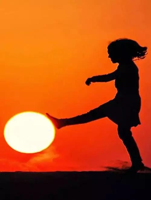 在这个世上: 人念人,才能近乎; 心捂心,才能热乎; 情惜情,才能暖和。