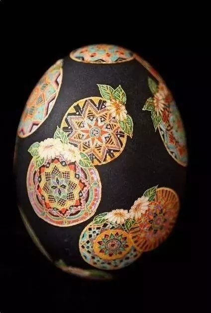 千姿百态,赏心悦目,蛋壳虽小,任君神游。美哉!美哉!