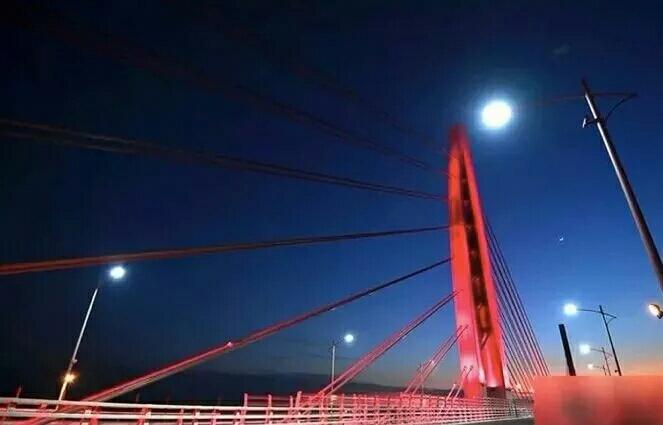 珠海惊艳世界的一幕发生了!港珠澳大桥亮灯啦!