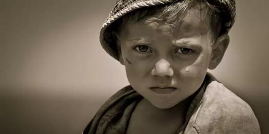 叙利亚儿童含泪追问让人绝望 到底谁是战争之王