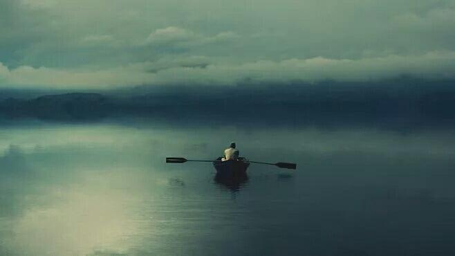 时间顺流而下,生活逆水行舟