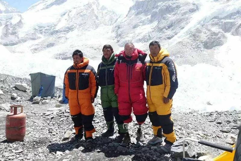 截肢、癌症、地震雪崩 逐 梦 43 年 69岁无腿老人 成功登顶珠峰