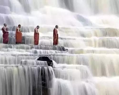 水到绝处是风景 人到绝境是重生