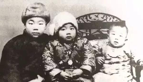 她是中国     最后一个穿裙子的先生          94岁   裸捐      1857万           却从未上热搜…