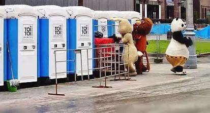 免费的              公厕    一年 赚  3个 亿   ?!   神一般的商业模式  ..……...