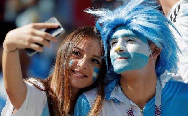 2018年世界杯最靓丽的一道风景线一女球迷,性感、清纯、妩媚各有特色