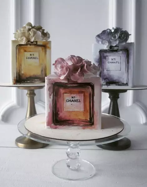 """一个蛋糕吸粉14万  她成为当今最性感的 """"蛋 糕 女 神"""""""