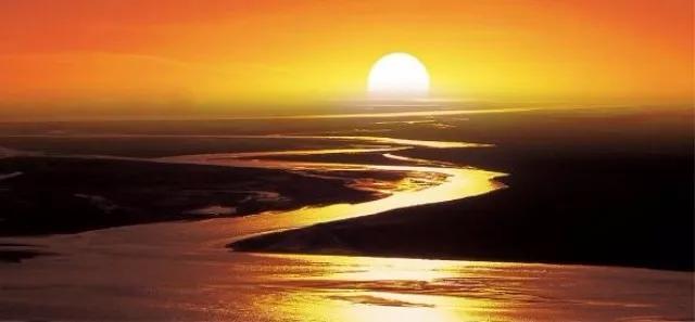 古诗里丨坐地日行八万里 领略江山如此多娇