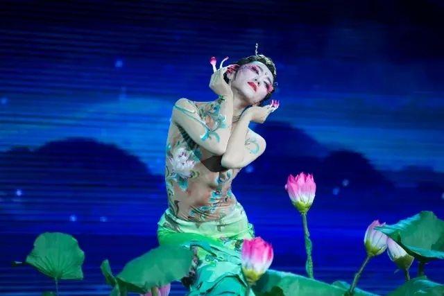 杨丽萍独舞《莲花心》《月光》          美惊艳!
