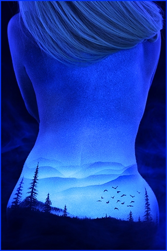超视觉冲击 ——        惊      艳      的      裸      体      荧      光      彩      绘