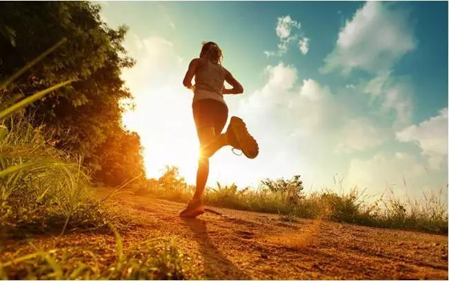 【健康】8个早衰的坏习惯,你占了几个?(可惜知道的人太少了)