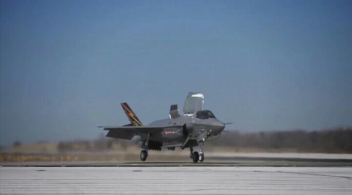 美F-35B战斗机完成了飞行性能测试。