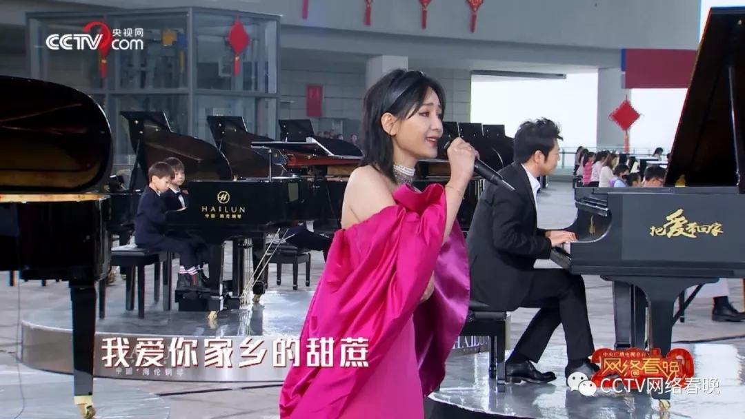 震撼! 港珠澳大桥旁70架钢琴 奏响《我爱你中国》