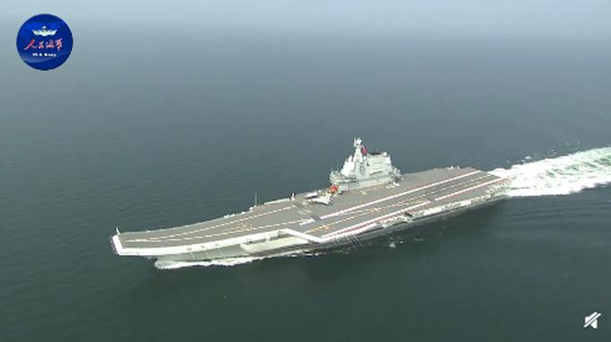 我国第二艘航母通过台湾海峡!外交部:家门口例行训练
