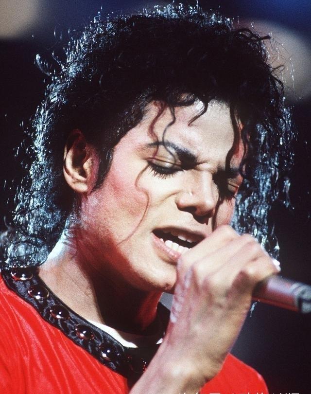 迈克尔-杰克逊60周年诞辰昔日舞台照展王风范