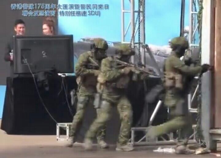 """香港警务处成立175周年,其下属的""""SDU""""进行反恐训练展演"""