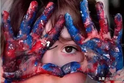 9个月拿画笔,2岁办画展,7岁是金球最年轻的职业-画家