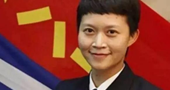 """中国首位女实习舰长:从""""美女博士""""到""""嫁""""给航母的霸气人生!"""