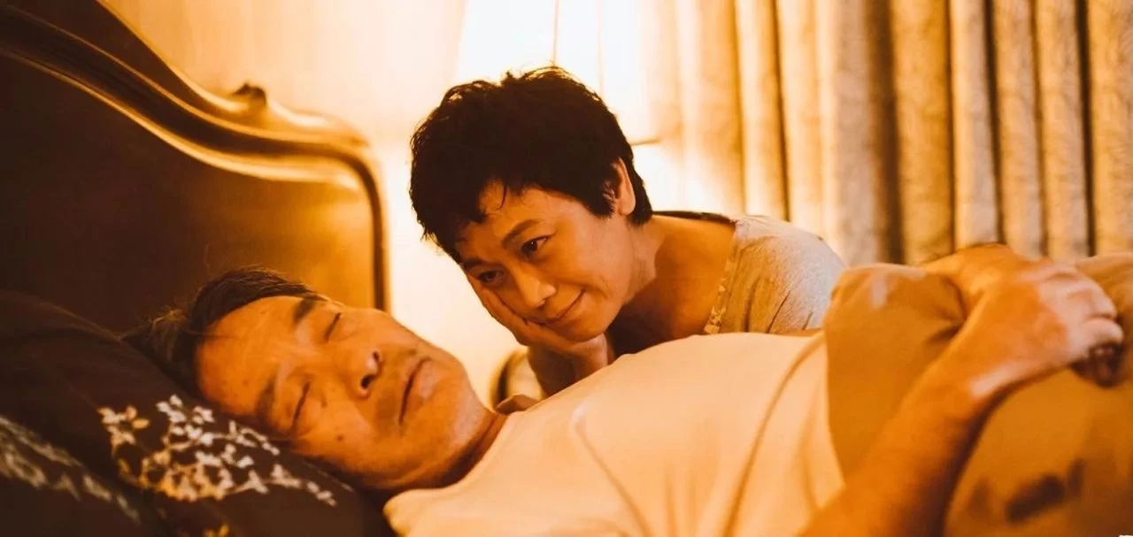 这17张偷拍照,暴露了中国夫妻的真面目