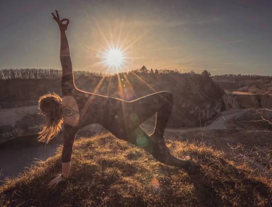原来 瑜 伽 照可以 拍的那么 美