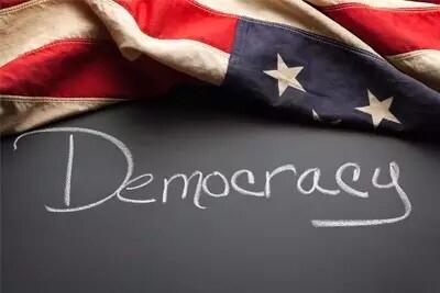 九副漫画揭示美国民主虚伪性