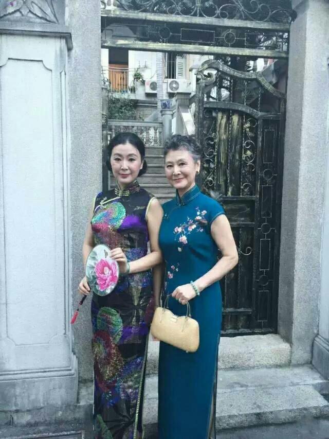 73岁的中国老奶奶 穿旗袍 走西藏 骑哈雷 美丽的人生从来与年龄无关