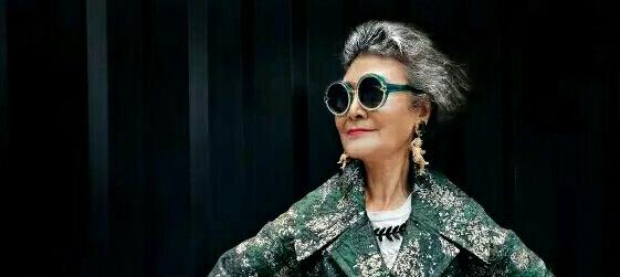 73岁的中国老奶奶 穿旗袍 走西藏 骑哈雷 美丽的人生从来与年龄无关!